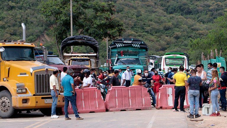 Anuncian extinción de dominio a camiones que bloqueen las vías